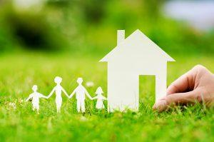 Семья и дом из бумаги