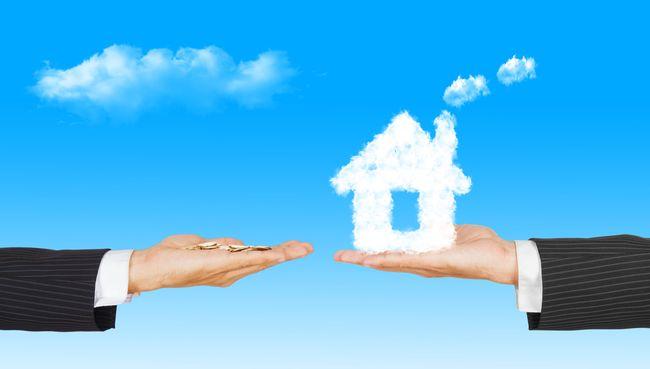 Две протянутые друг к другу руки на одной из них деньги, а на другой облачный домик