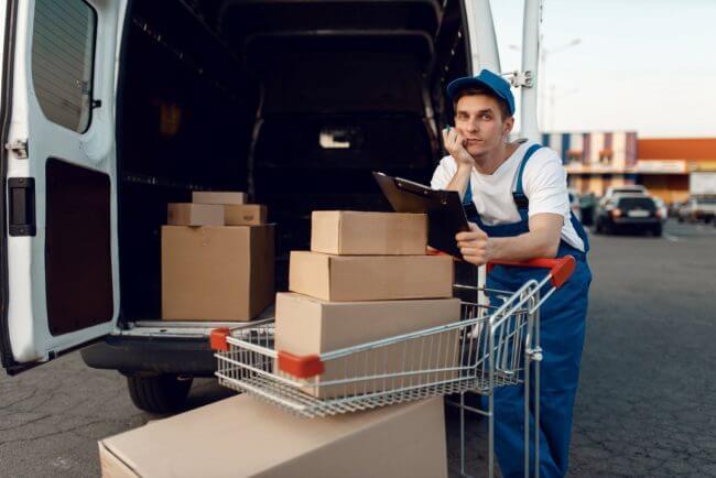 Курьер ожидает оплаты поставленного товара