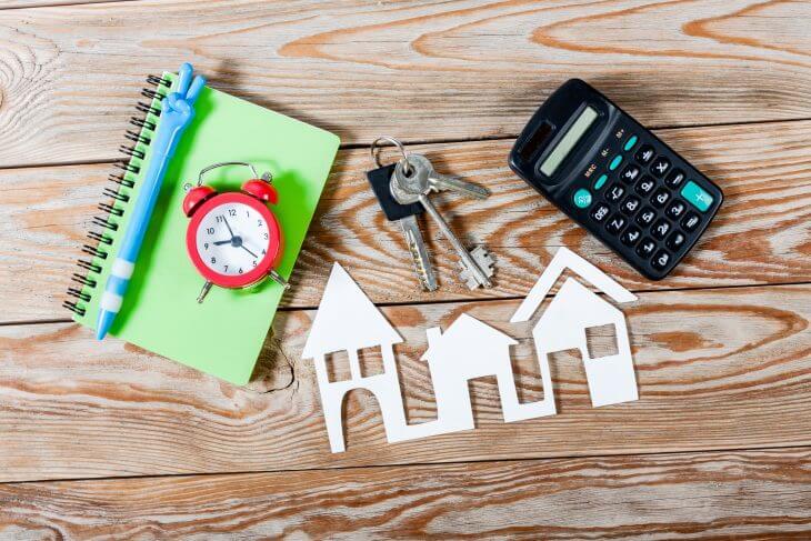Часы, дом и ключи от него